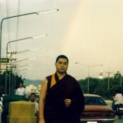 跟一位泰国高僧会面后摄。当时天空出现殊胜的彩虹