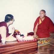 甘丹萨济寺住持堪仁波切罗桑竹佐到詹仁波切的住处探望他时摄